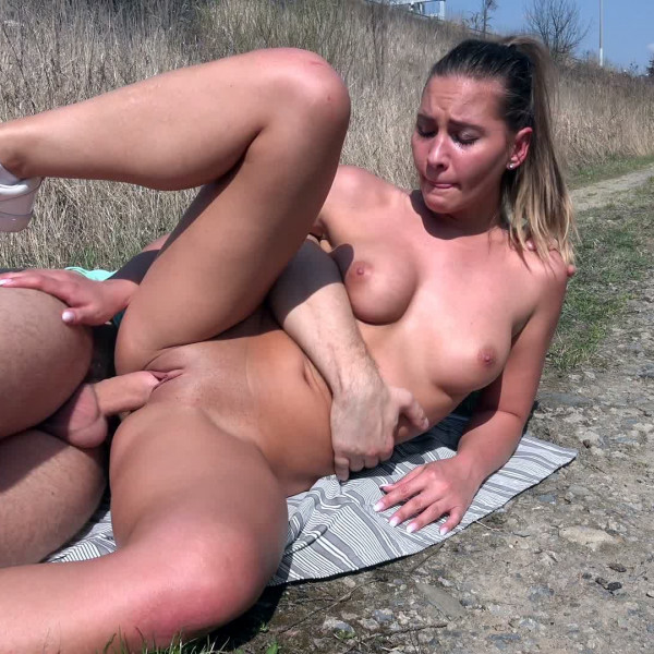 Czech babe Naomi Bennet loves outdoor sex - Photo 13 / 16