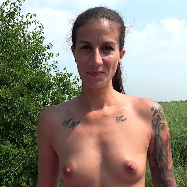 Czech milf Ali Bordeaux stopped horny driver - Photo 9 / 16